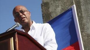 Le président haïtien Michel Martelly va-t-il rester au pouvoir jusqu'en mai 2016, afin d'éviter la vacance du pouvoir? Un précédent a eu lieu en 2011.