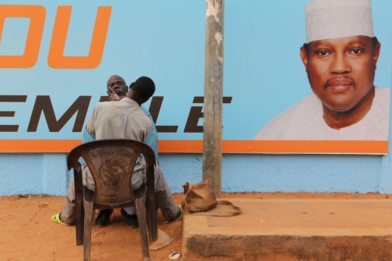 Panneau électoral en faveur d'Hama Amadou à Niamey, le 16 février 2016.