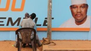 Une affiche de campagne de Hama Amadou (image d'illustration).