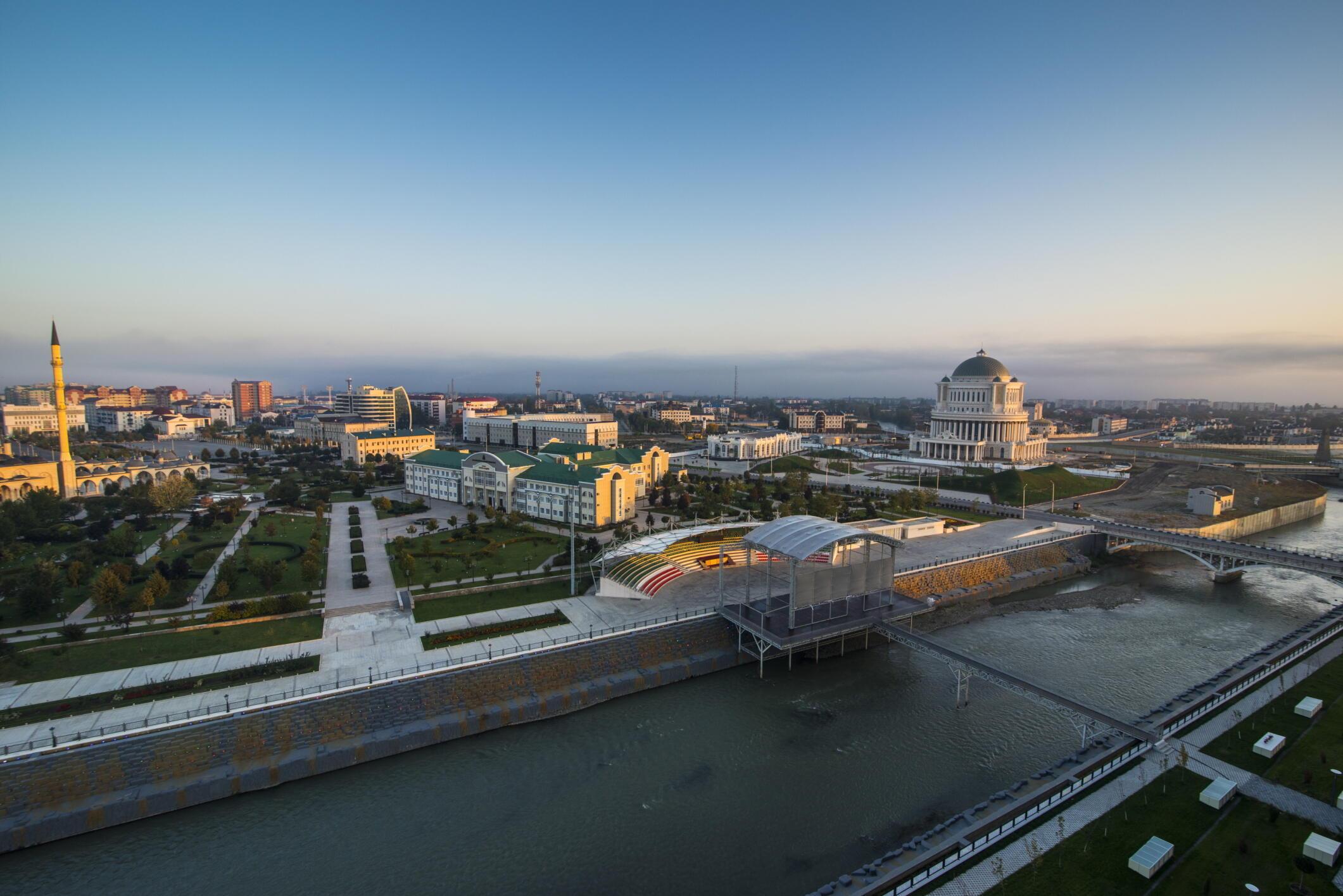 Vue de Grozny, capitale de la Tchétchénie. Les femmes tchétchènes sont prises en étau entre la violence de la société et la violence de l'Etat.