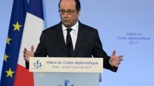 François Hollande apresenta cumprimentos de ano novo ao corpo diplomático a 12 de Janeiro de 2017 no Eliseu.