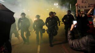 2020-06-14T091503Z_103391405_RC2X8H9N9O1V_RTRMADP_3_MINNEAPOLIS-POLICE-PROTESTS-PORTLAND