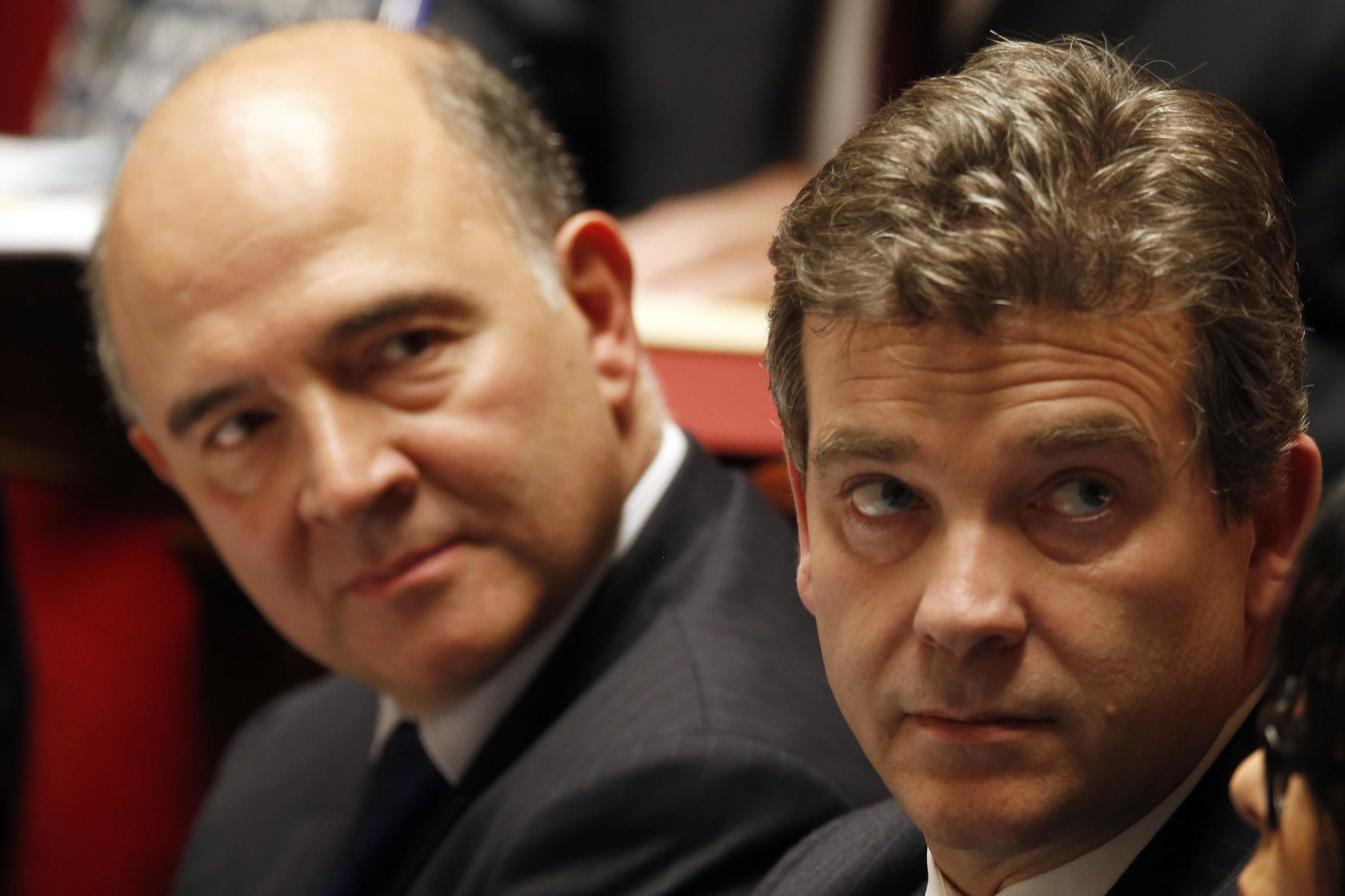 Pierre Moscovici (L) and Arnaud Montebourg (R)