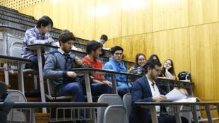 4 000 étudiants suivent les cours à l'Université de Madère, le plus souvent ce sont des boursiers que le syndicat étudiant doit aider.