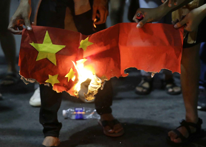 Philipppines - manisfestation - drapeau - Xi Jinping