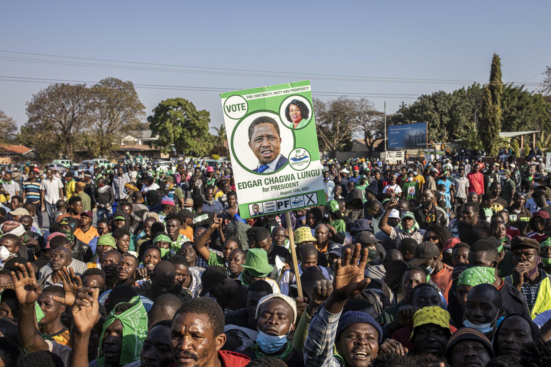 Simpatizantes del presidente saliente de Zambia, Edgar Lungu, en Lusaka, el 11 de agosto de 2021