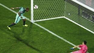 Le but de Ricardo Quaresma pour le Portugal face à la Croatie, en huitième de finale de l'Euro 2016.
