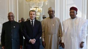 Marais Ibrahim Boubacar Keïta, Idriss Déby na Mahamadou Issoufou pamoja na Emmanuel Macron kwenye ikulu ya Élysée Novemba 12, 2019.