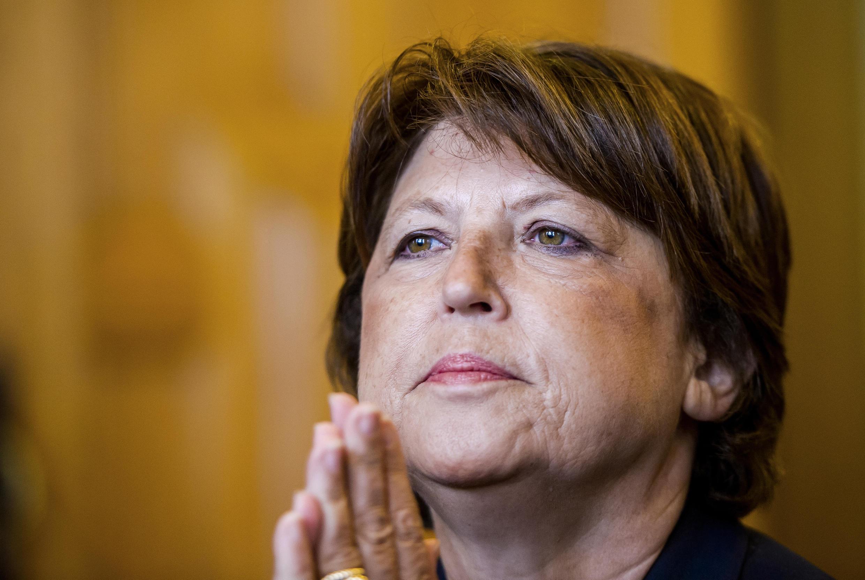 A prefeita de Lille, Martine Aubry, destilou novo festival de críticas à política do presidente Hollande.