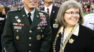 Tướng David Petraeus và vợ tại sân vận động Tampa, Florida, ngày 01/02/2009