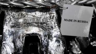 Les actions du géant russe de l'aluminium Rusal se sont effondrées, lundi 9 avril, après que Washington l'ait visé avec des sanctions.