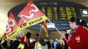Striking security personnel at Paris airport