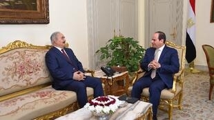 Mai 2017: le président égyptien Abdel Fatah al-Sissi reçoit au Caire le Libyen Khalifa Haftar (illustration).