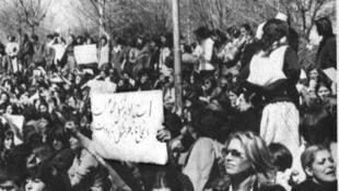 عکسی از تظاهرات زنان ایرانی در اعتراض به حجاب اجباری در روز پنجشنبه ۱۷ اسفند ۱۳۵۷/۸ مارس ۱۹۷۹