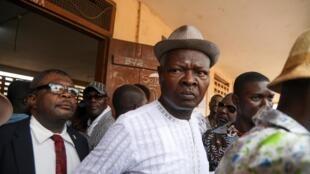 Agbéyomé Kodjo cikin wata rumfar zabe a birnin Lomé, ranar 22 ga watan fabarairun 2020.