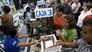 C'est la ruée dans les magasins d'électronique depuis l'annonce de la dévaluation du bolivar par Hugo Chavez.