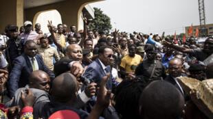 Le Premier ministre de République démocratique du Congo, Bruno Tshibala, quittant la messe célébrant le 17e anniversaire de la mort de l'ancien président Laurent-Désiré Kabila.