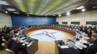 Reunião hoje(1) da OTAN vai discutir a crise ucraniana e o reforço da presença da aliança militar no leste europeu.