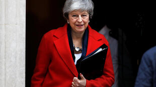 A Primeira-ministra britânica Theresa May à saída de Downing Street, em Londres, neste 26 de Fevereiro 2019.