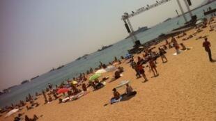 Un coin de plage à Praia, la capitale de l'archipel du Cap-Vert.
