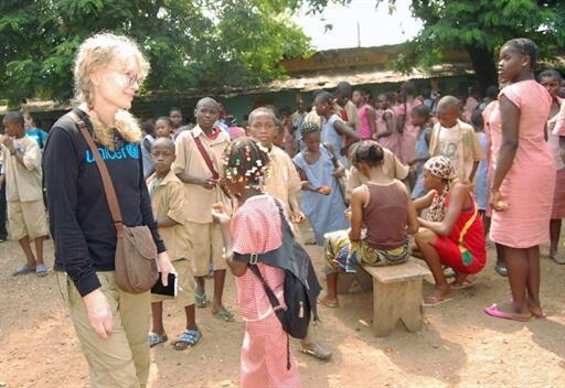 Mia Farrow visits a school in Conakry, 6 May 2010.