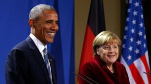 Tổng thống Mỹ Barack Obama (T) và thủ tướng Đức Angela Merkel trong buổi họp báo chung tại Berlin 17/11/2016.
