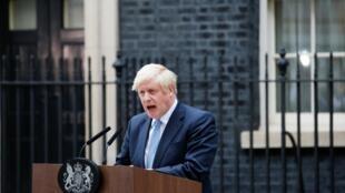 Le Premier ministre Boris Johnson, lors de sa déclaration devant Downing Street