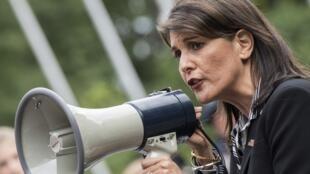 Đại sứ Mỹ Nikki Haley phát biểu trong cuộc biểu tình chống Venezuela, ở bên ngoài trụ sở LHQ, New York, ngày 27/09/2018