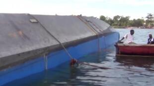 Ferry voltado no naufrágio do lago de Victoria na Tanzânia a 20 de setembro