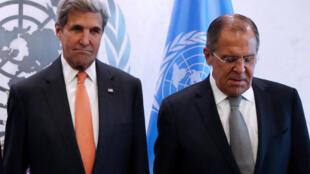 Le secrétaire d'Etat américain John Kerry (g) et son homologue russe Sergueï Lavrov, ce vendredi 23 septembre à l'ONU.