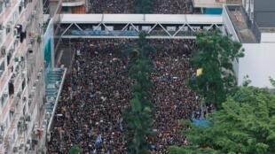 图为香港民众2019年6月16日反送中再示威一鸟瞰图