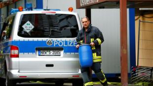 La policía alla del apartamento donde vivía el sospechoso de preparar el atentado en Colonia, el 13 de junio de 2018.