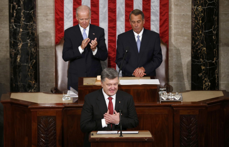 """Diante do Congresso americano, Petro Porochenko denunciou a anexação da Crimeia pela Rússia como uma das piores """"traições"""" da história contemporânea."""