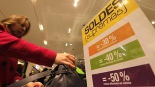 Um terço das roupas comercializadas na França, são vendidas durante as liquidações
