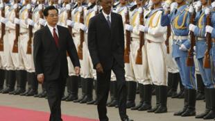Le prédécesseur de Xi Jinping, Hu Jintao, en compagnie du président rwandais Paul Kagame, en 2007 à Pékin.