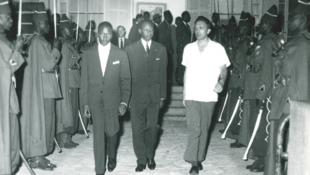 Roland Colin accompagnant M. Mamadou Dia, président du Conseil du Sénégal.