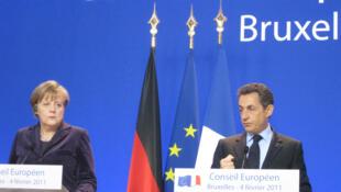 La chancelière allemande Angela Merkel et le président français Nicolas Sarkozy, au sommet de l'Union européenne, à Bruxelles, le 4 février 2011.