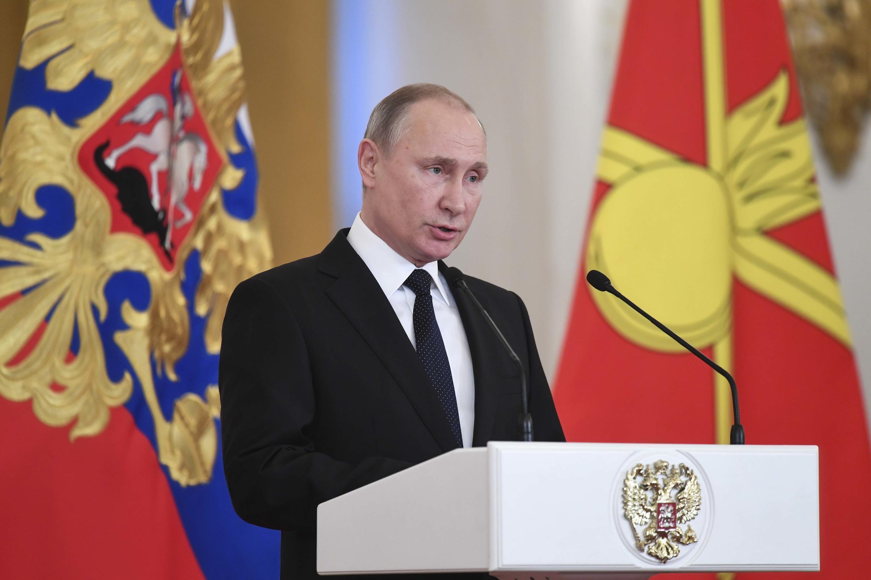 Tổng thống Nga Vladimir Putin trong lễ trao tặng huy chương cho các quân nhân từ Syria trở về, Matxcơva, 28/12/2017