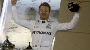 Rosberg comemora vitória em Bahrein.