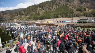 """Protesto na estação fronteiriça de """"Brenner"""", entre a Áustria e a Itália, contra os controles que devem ser estabelecidos nas fronteiras. 24/04/16"""
