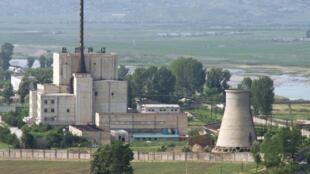 Атомный центр КНДР в Йонбене. Фото 27 июня 2008.