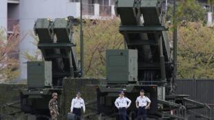 Противоракетные установки Patriot у здания министерства обороны Японии в Токио 09/04/2013