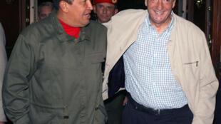 El Presidente venezolano Hugo Chávez y Néstor Kirchner el actual Secretario General de la Unasur durante un encuentro en julio de 2009.