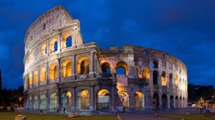 Colosseum នៅក្នុងទីក្រុងរ៉ូម ប្រទេសអ៊ីតាលីបច្ចុប្បន្ន គឺជាស្លាកស្នាមនៃអរិយធម៌របស់ចក្រភពរ៉ូម