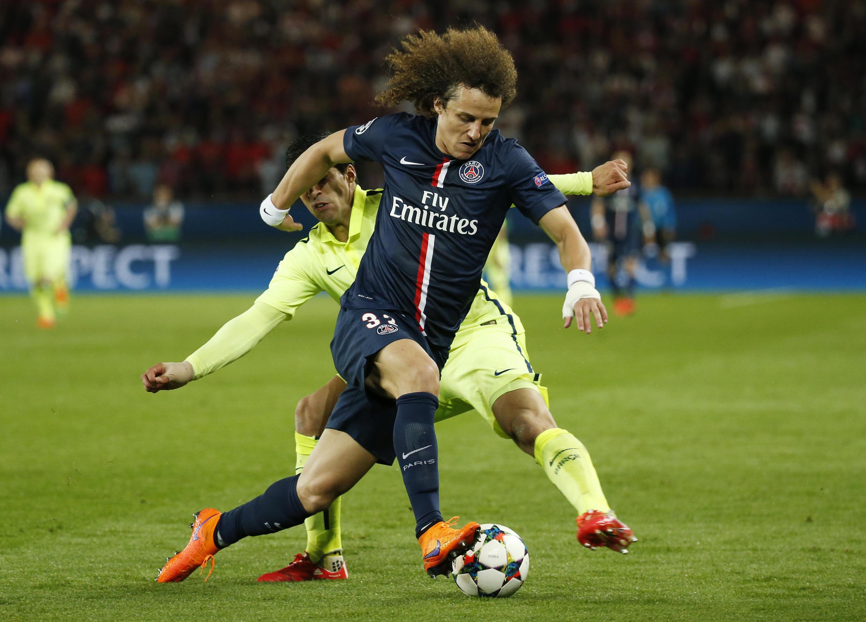O zagueiro David Luiz durante jogo do PSG contra o Barcelona nesta quarta-feira, 15.