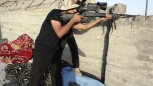 Forças iraquianas combatem insurgentes em Ramadi, no dia 30 de julho de 2014.