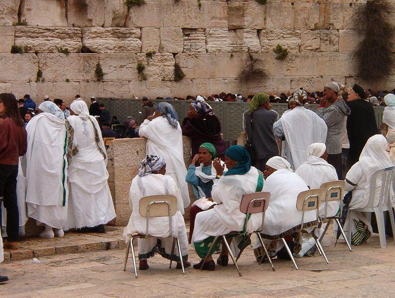 Femmes falashas priant en Israël.