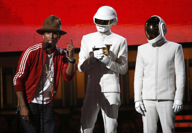 """El grupo francés """"Daft Punk"""" se llevó cinco premios Grammy el domingo en la noche en Los Angeles."""