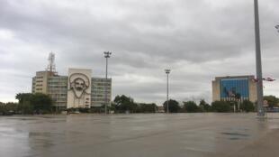 La place de la Révolution vide, ce vendredi 1er-Mai 2020.