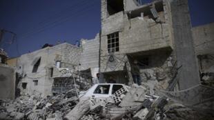 El barrio destruído de Duma, cerca de Damasco, 27 de febrero de 2016. A pesar del alto el fuego, algunos obuses cayeron este domingo sobre la capital siria y sus alrededores pero sin mayores daños.
